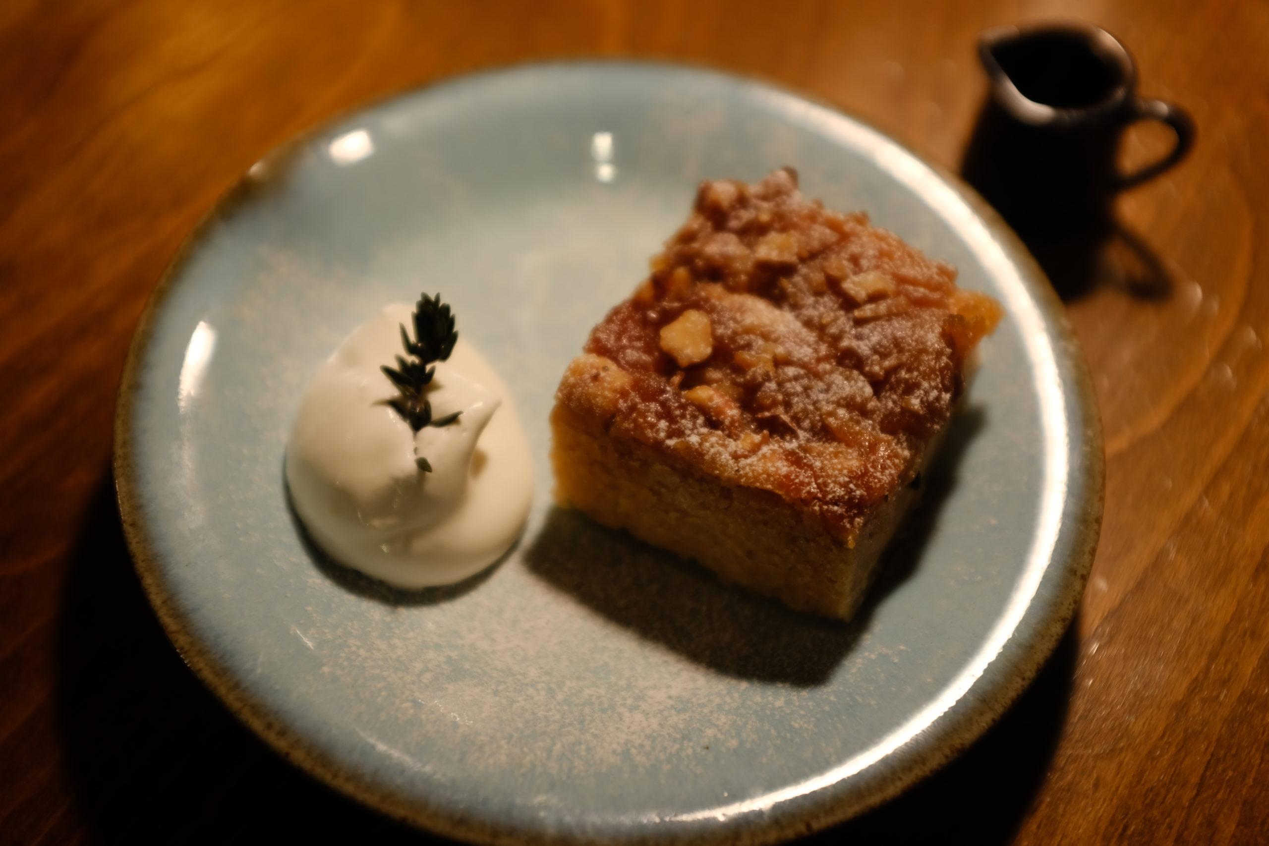 スタッフブログ りんごのキャラメルケーキと春の花