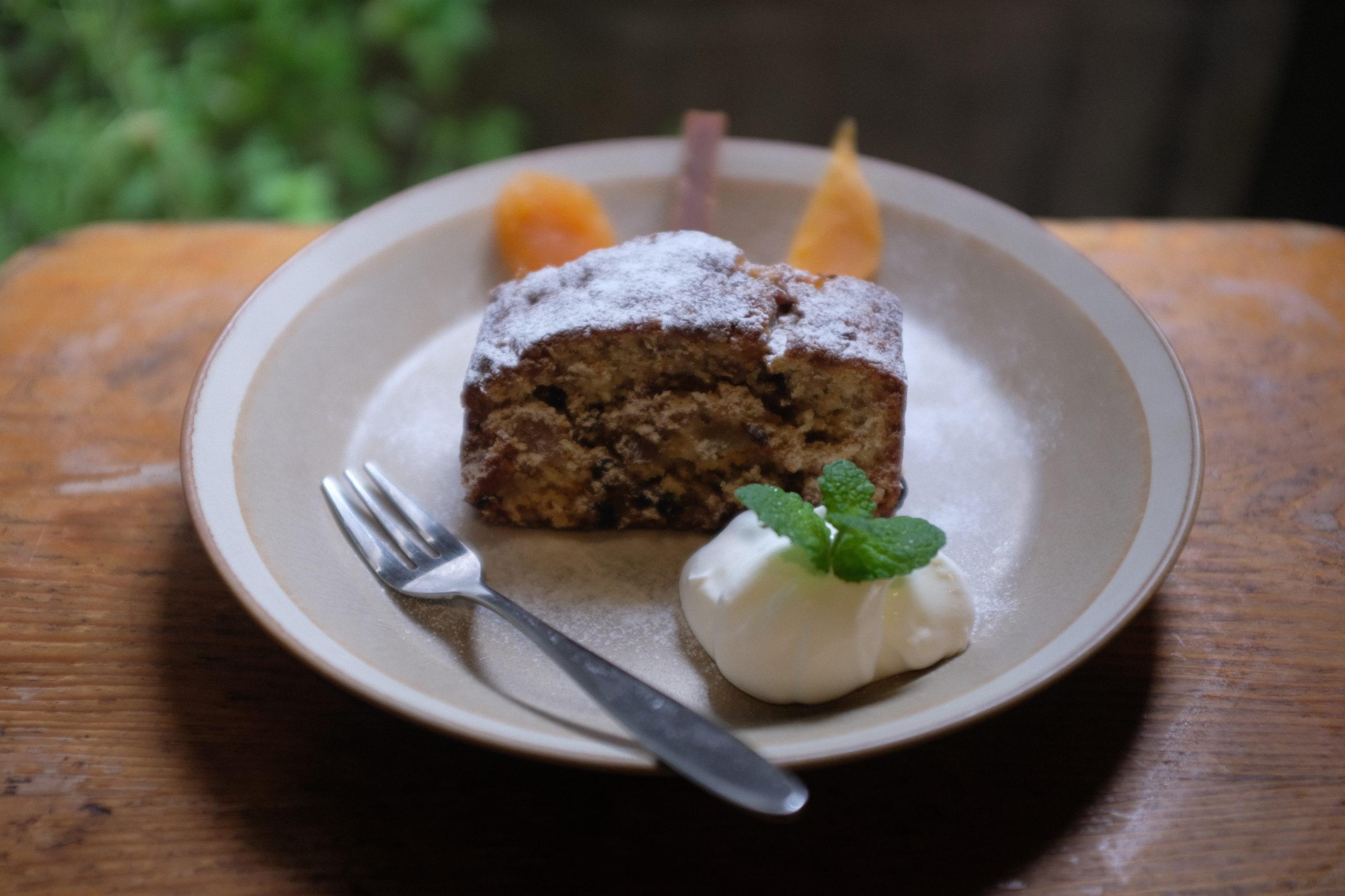 スタッフブログ 盛り沢山!ドライフルーツのサマーケーキ